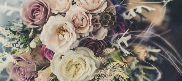 Изненада с доставка на цветя и букети